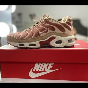 WMNS Air Max Plus LX Size 6